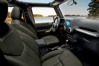 Heated front seats of the 2017 Jeep Wrangler Canada come in both leather and fabric options